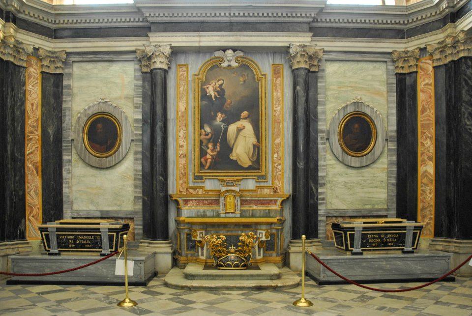 La cappella di San Bernardo con le tombe dei Savoia